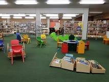 市立图书馆在学校 免版税库存照片