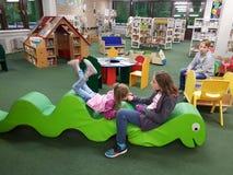 市立图书馆在学校 免版税库存图片