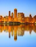 市芝加哥美国,日落五颜六色的全景地平线 免版税库存图片