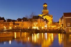市莱顿,荷兰在晚上 库存图片