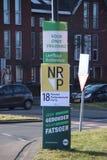 市议会竞选荷兰2018年:leefbaar鹿特丹挂在身上的广告牌在一根杆附近的在街道上在Nesselande区 免版税图库摄影