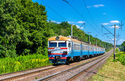 市郊火车在乌克兰的基辅地区 免版税库存图片