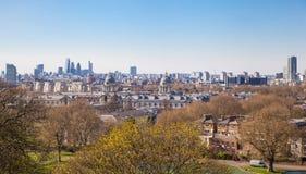 市金丝雀码头 从格林威治小山的伦敦视图 免版税库存图片