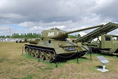 市陶里亚蒂 技术博物馆在露天K下 g Sakharova 博物馆平均T-34-85坦克的展览 库存照片