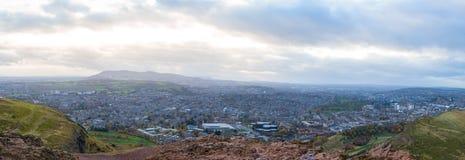 市从亚瑟` s位子的爱丁堡 免版税库存图片