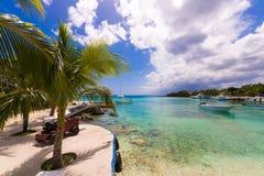 市Bayahibe, La Altagracia,多米尼加共和国的堤防 复制文本的空间 库存照片