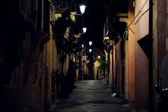 市Siracusa在夜,街道的细节之前 免版税库存照片