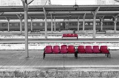 布加勒斯特北部火车站& x28; 环境美化,全景,有选择性的颜色隔离view& x29; 库存照片
