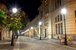 布加勒斯特在晚上-有历史的中心之前 免版税库存照片