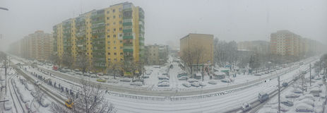 布加勒斯特在雪报道的市全景 库存图片