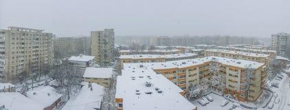 布加勒斯特在雪报道的市全景 库存照片