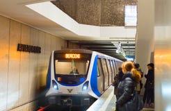 布加勒斯特地铁staion的人们 库存图片