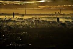 布加勒斯特日落的-罗马尼亚地平线全景 库存照片