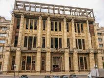 从布加勒斯特的轰烈的罗马尼亚学院专栏废墟 免版税图库摄影