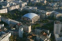 布加勒斯特,罗马尼亚, 2016年10月9日:是会议中心和音乐厅Sala Palatului的鸟瞰图  库存图片