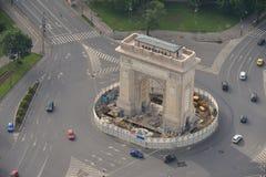 布加勒斯特,罗马尼亚, 2016年5月15日:胜利曲拱的鸟瞰图  图库摄影