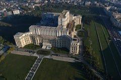 布加勒斯特,罗马尼亚, 2016年10月9日:议会的宫殿的鸟瞰图在布加勒斯特 库存图片