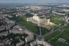 布加勒斯特,罗马尼亚, 2016年5月15日:议会的宫殿鸟瞰图在布加勒斯特 库存图片