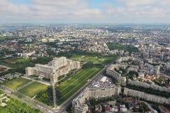 布加勒斯特,罗马尼亚, 2016年5月15日:议会的宫殿鸟瞰图在布加勒斯特 免版税库存照片