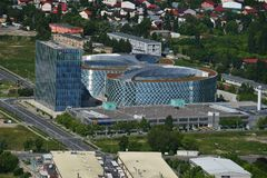 布加勒斯特,罗马尼亚, 2016年5月15日:OMV Petrom城市鸟瞰图在布加勒斯特 免版税库存照片