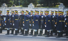 布加勒斯特,罗马尼亚, 12月1日:在罗马尼亚,凯旋门, 2013年12月1的国庆节的日军事游行在布加勒斯特 1 :在罗马尼亚的国庆节的军事游行 图库摄影