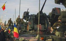 布加勒斯特,罗马尼亚, 12月1日:在罗马尼亚,凯旋门, 2013年12月1的国庆节的日军事游行在布加勒斯特 1 :在罗马尼亚的国庆节的军事游行 免版税图库摄影