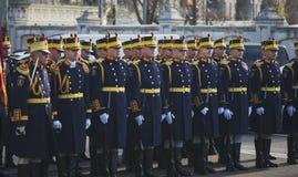 布加勒斯特,罗马尼亚, 12月1日:在罗马尼亚,凯旋门, 2013年12月1的国庆节的日军事游行在布加勒斯特 1 :在罗马尼亚的国庆节的军事游行 免版税库存照片