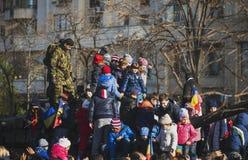 布加勒斯特,罗马尼亚, 12月1日:在罗马尼亚,凯旋门, 2013年12月1的国庆节的日军事游行在布加勒斯特 1 :在罗马尼亚的国庆节的军事游行 库存照片