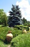 布加勒斯特,罗马尼亚:两个希腊缸在Herastrau公园 免版税库存图片