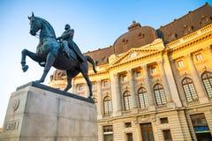 布加勒斯特,罗马尼亚- 28 04 2018年:卡罗尔骑马雕象我在王宫前面在布加勒斯特 库存图片