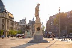 布加勒斯特,罗马尼亚- 28 04 2018年:在大学正方形的雕象,位于街市布加勒斯特,在大学附近  免版税库存照片