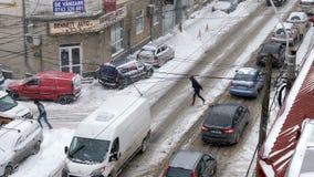 布加勒斯特,罗马尼亚- 2018年1月10日:城市在一场大雪风暴下 影视素材
