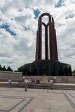 布加勒斯特,罗马尼亚- 2017年5月14日:卡罗尔公园在布加勒斯特,罗马尼亚 陵墓和改变的卫兵在背景中 免版税库存照片