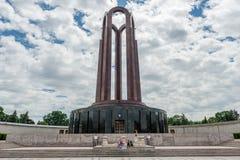 布加勒斯特,罗马尼亚- 2017年5月14日:卡罗尔公园在布加勒斯特,罗马尼亚 陵墓在背景中 库存图片
