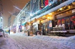 布加勒斯特,罗马尼亚- 2017年1月06日:在雪的强的飞雪风暴覆盖物布加勒斯特街市  免版税图库摄影