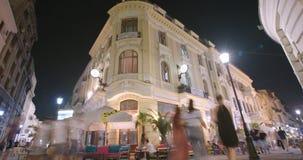 布加勒斯特,罗马尼亚- 2017年8月4日:老市中心的夜间流逝 股票视频