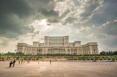 布加勒斯特,罗马尼亚- 8月08 :议会宫殿8月的, 免版税库存照片