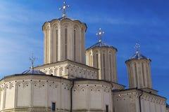 布加勒斯特,罗马尼亚- 3月13 :Dealul的Mitropoliei罗马尼亚家长式大教堂 免版税库存图片