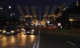 布加勒斯特, 2015年12月1日:圣诞灯在从布加勒斯特的夜之前在罗马尼亚 免版税库存照片