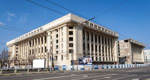 布加勒斯特, RO - 3月03日: 在2013年3月03日的住处收音机在布加勒斯特,罗马尼亚。 住处收音机是一个大量未完成的大厦, i 库存照片