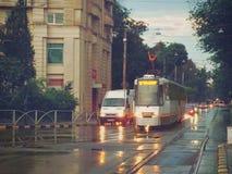 布加勒斯特32在交通的电车线看法 免版税库存照片