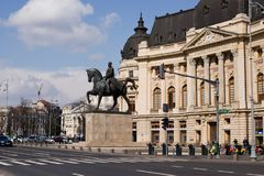 布加勒斯特- 3月17 :卡罗尔骑马雕象我在王宫前面 2018年3月拍的照片17日在布加勒斯特 图库摄影