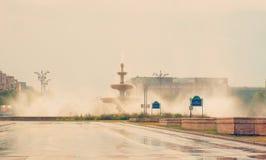 从布加勒斯特Unirii广场的喷泉 库存照片