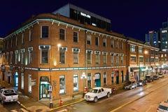 布劳顿街在晚上,维多利亚, BC,加拿大 库存图片
