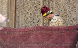 布哈拉,乌兹别克斯坦- 2018年5月25日:丝绸和香料节日2018年 浮动的伊斯兰教苦行僧在布哈拉,乌兹别克斯坦 免版税库存照片