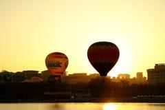 布城,马来西亚-热空气气球3月14,在飞行中在第7个布城国际热空气气球节日2015年3月14日 图库摄影