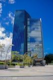 布宜诺斯艾利斯,阿根廷- 2016年5月02日:好的看法与和天空的反射对此的玻璃门面的一个现代大厦 免版税图库摄影