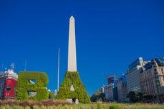 布宜诺斯艾利斯,阿根廷- 2016年5月02日:市的历史纪念碑布宜诺斯艾利斯叫:el obelisco, builded  免版税库存图片