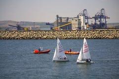 布尔加斯口岸小船 免版税库存照片
