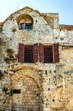 布尔加斯贞女的教会的墙壁和片段  14世纪的中世纪废墟 罗得岛,希腊 免版税库存图片